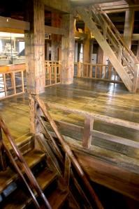 intérieur boisé du château, Matsue-jo