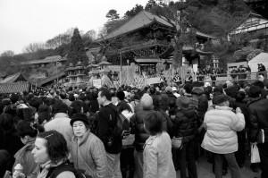 la foule se prépare au Omizutori, Nara